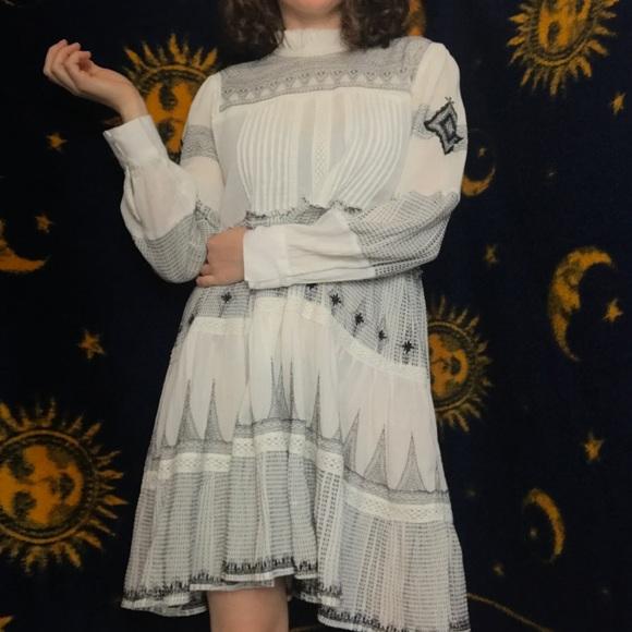 ae328953e540 NWT Zara White Contrast Embroidery Dress Size XS. M_5bd771dec9bf504a8645ebce